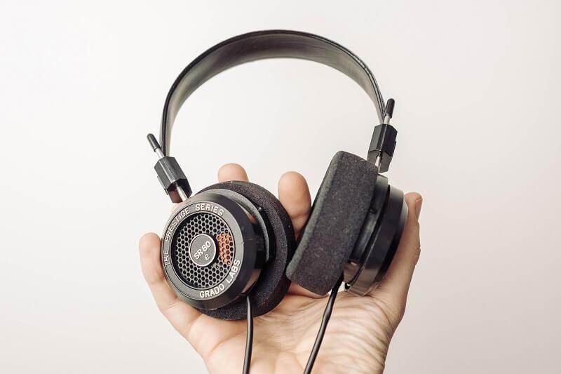 ヘッドフォンの持つ魅力や音の特性を解説